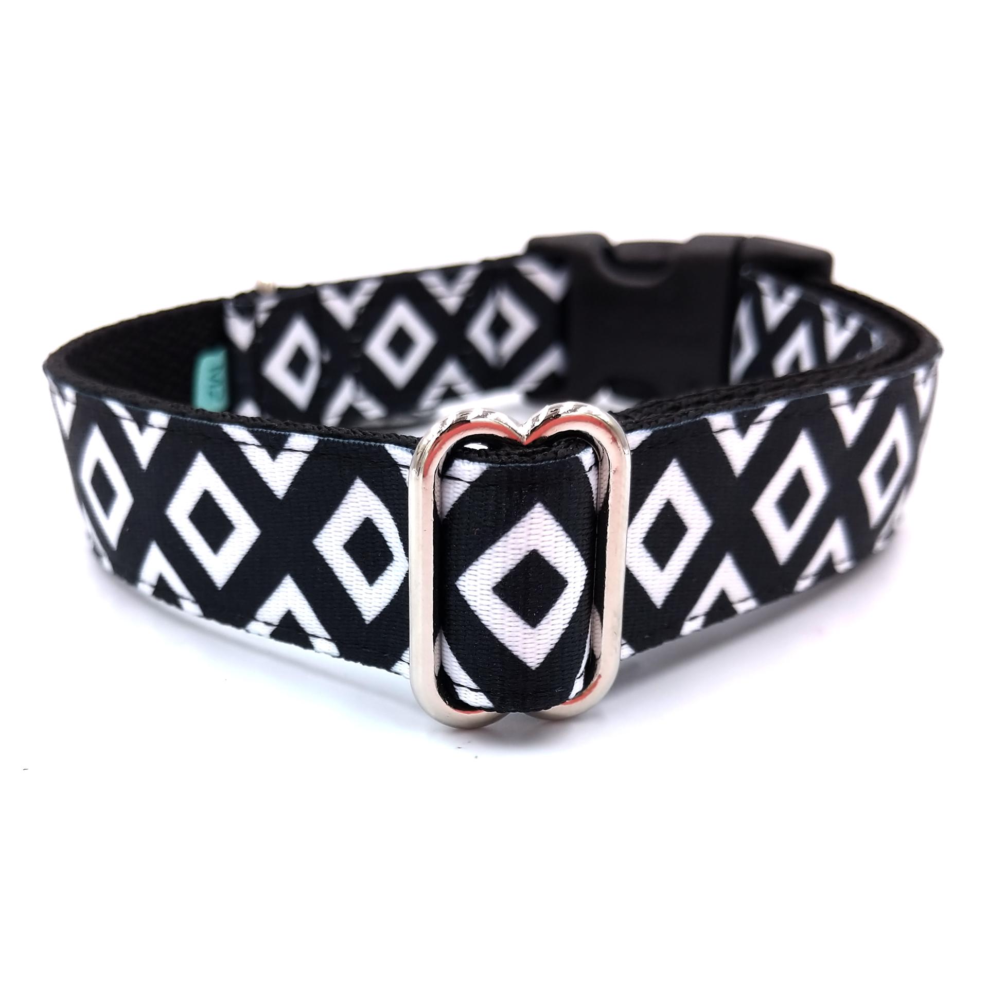 Checked dog collar