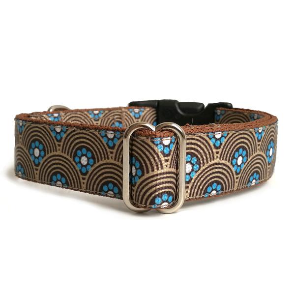 Arch dog collar