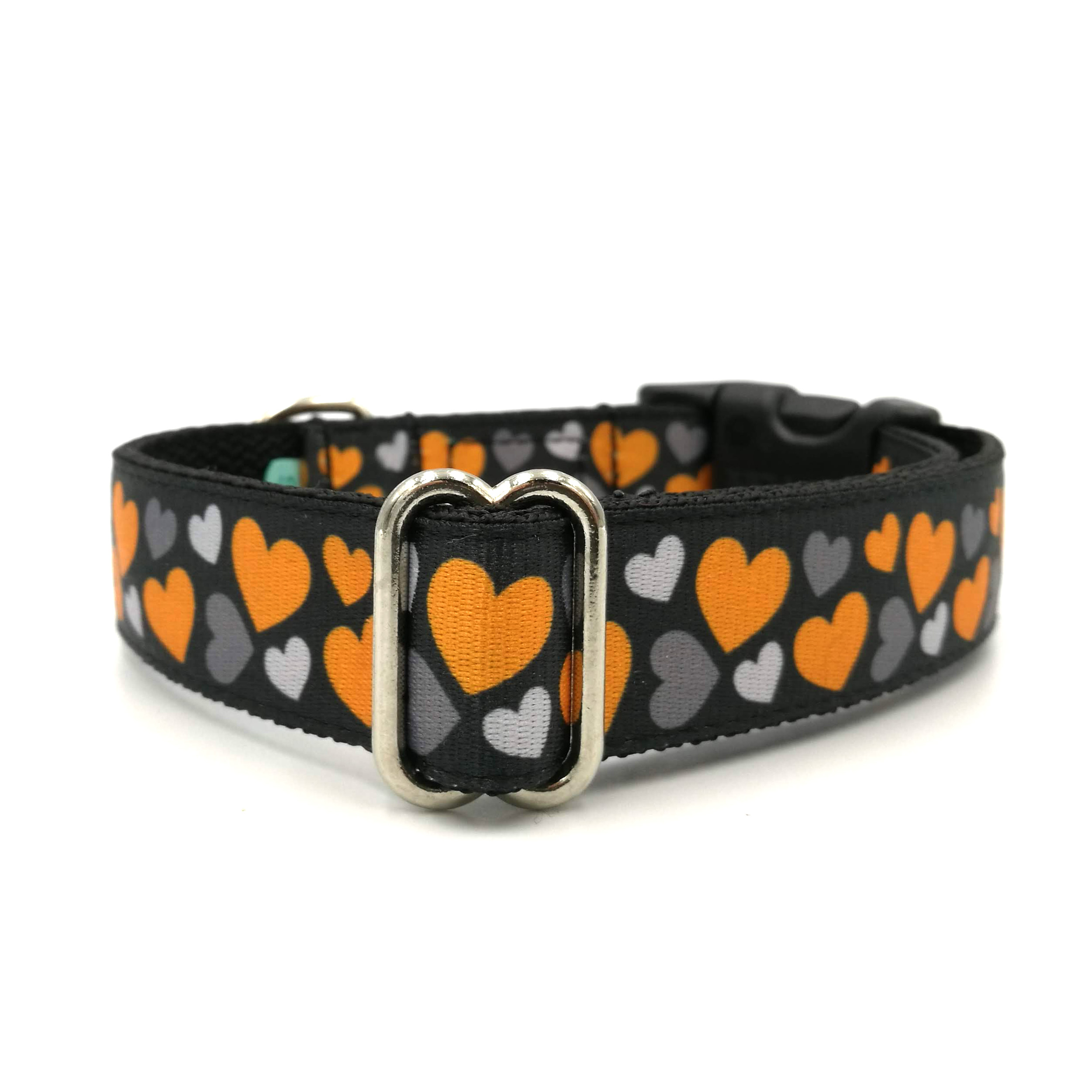 Heart patterned dog collar